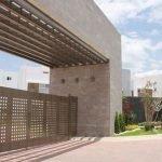 HaciendaelSisalResidencial_01_Imponente_y_moderno_arco_de_acceso