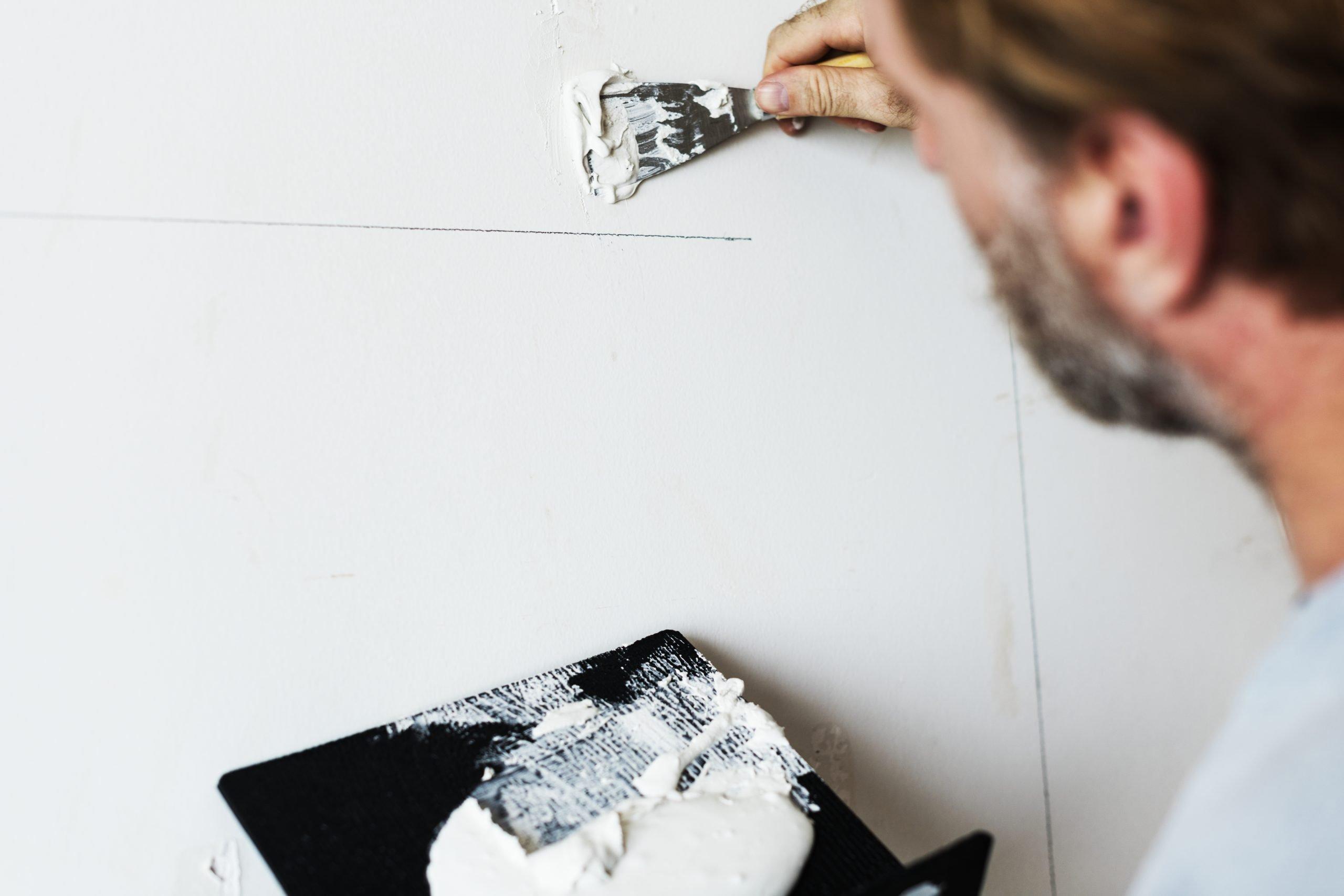 Cómo pintar una pared Preparar las paredes para pintar
