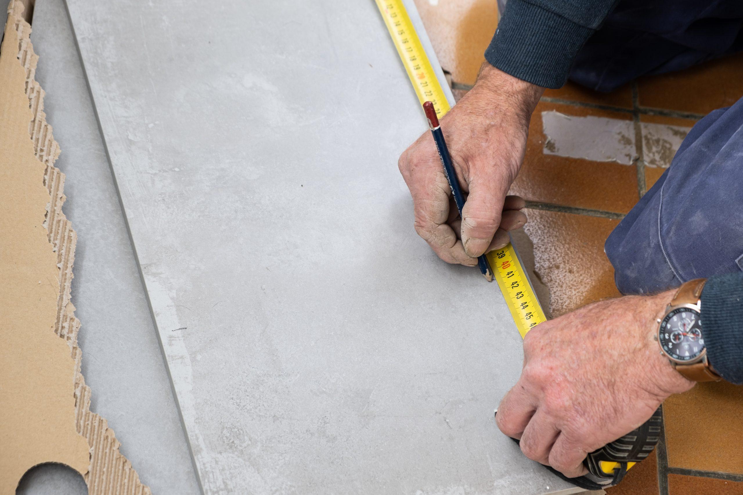 Cómo pegar azulejos paso a paso